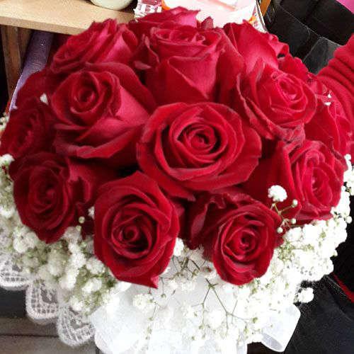 צרור ורדים בורדו